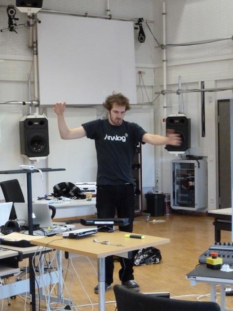 Matthias Kronlachner playing Kinect